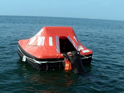 ¿Cuánto tiempo puede sobrevivir alguien en una balsa salvavidas?
